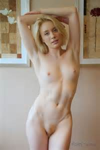 Natural Blonde Nude Girl Pussy