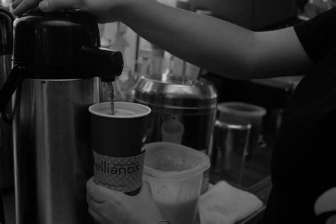 Ellianos coffee company is located in lake city, fl, united states and is part of the coffee shops industry. para2 - Ellianos Coffee Company