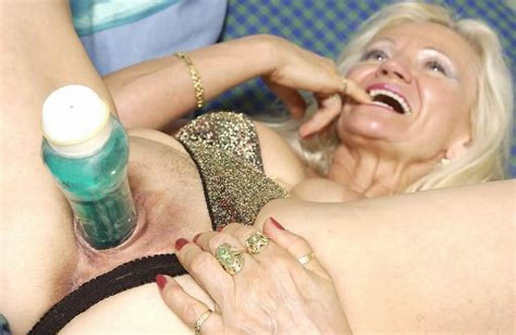 #Kinky #Amateur #Granny #Toying #Her #Old #Pussy