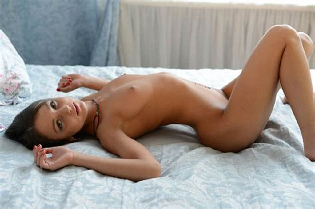 #Young #Cutie #Foxy #Di #Poses #Naked #On #Bed