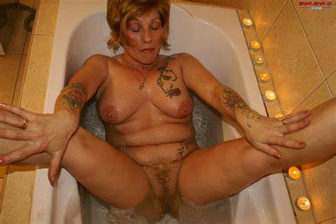 Old Milf Piss And Having