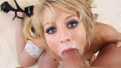 Passionate Blond Milf Deepthroats In The Jail