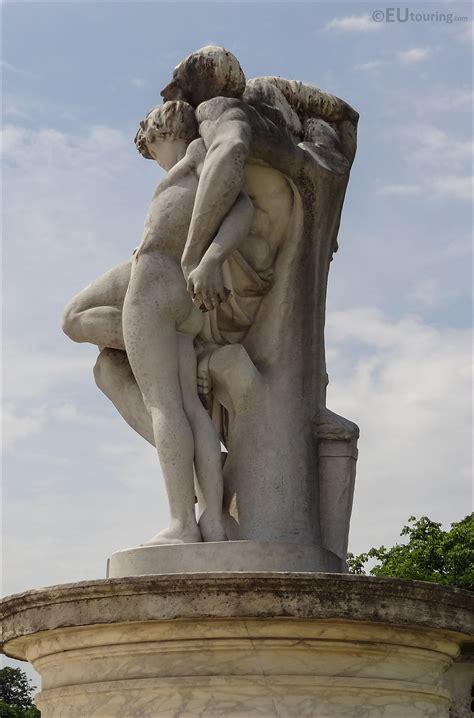 Le Serment de Spartacus statue inside Jardin des Tuileries ...
