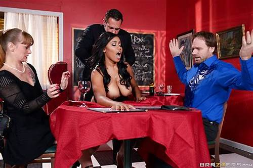 Brazzers Soaked In Latex Jenna Foxx #A #Tip #For #The #Waitress #With #Johnny #Castle