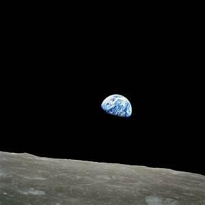 File:NASA-Apollo8-Dec24-Earthrise.jpg - Wikipedia