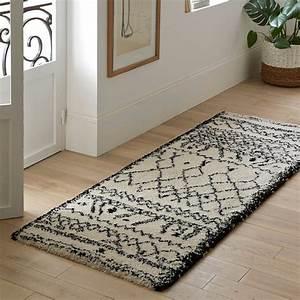tapis de couloir afaw noir blanc la redoute interieurs With tapis couloir avec plaid grande taille pour canape
