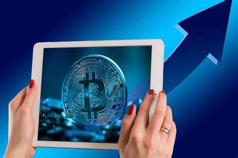 It accepts visa, mastercard, bank transfer (swift, sepa) and cryptocurrency. Bitcoin Named Best Asset of Last Decade By Bank of American Merrill Lynch (BAML)