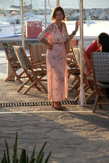 Η σοφία αλιμπέρτη τα τελευταία χρόνια μένει μόνιμα στο όμορφο κυκλαδίτικο νησί, όπου διατηρεί σε φωτογραφίες που αναρτήθηκαν στα μέσα κοινωνικής δικτύωσης από τη σοφία αλιμπέρτη και τους. Paparazzi! Δείτε την Σοφία Αλιμπέρτη σε μια σπάνια εμφάνιση μετά από καιρό στην Πάρο! | fthis.gr