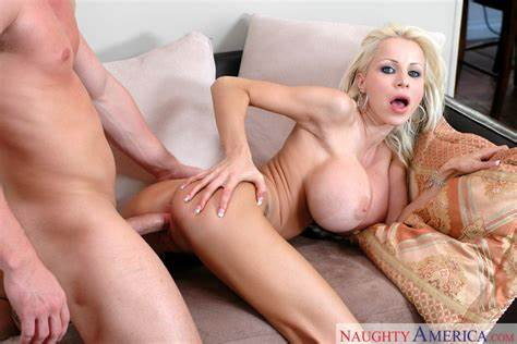 Danielle Soul Doing A Huge Cock Anally