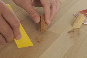 Macken Im Holz Ausbessern : anleitung arbeitsplatte aus holz berarbeiten und ausbessern diy info ~ Watch28wear.com Haus und Dekorationen