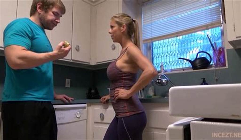 #Alexis #Fawx #Hot #Stepmom #In #Kitchen