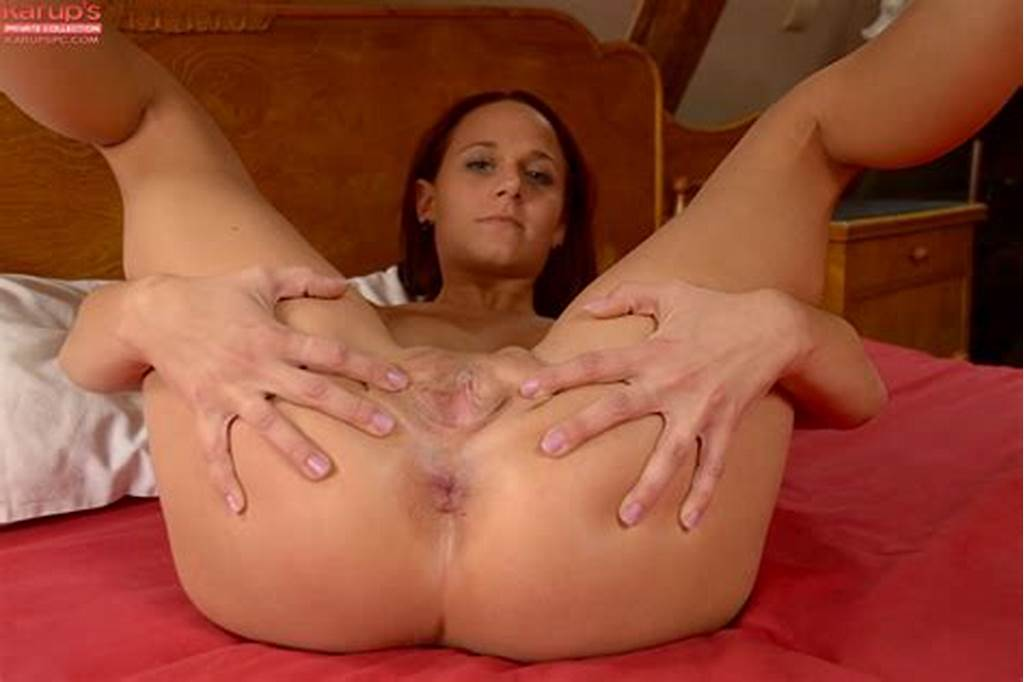 #Voluptuous #Latina #Cutie #With #Bald #Cunt #Layla #Rose #Posing