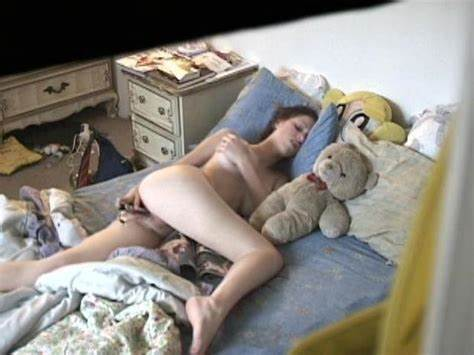 Slim Hidden Babe Masturbates In The Kitchen