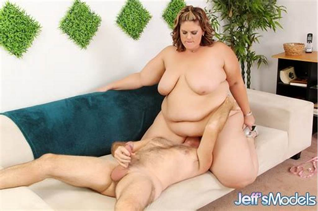 #Ssbbw #Erin #Green #Facesitting #Old #Man #Before #Gobbling #His