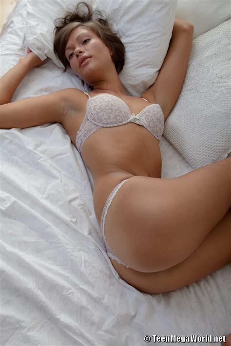 Sexy nude girls big dildo