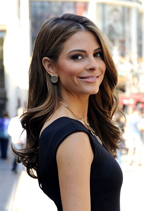 Maria Menounos On Set Of Extra At The Grove In Los Angeles