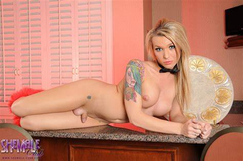 Tranny Aubrey Kate Fantastic Blondes Aubrey Kate Teases With Her Nice Curves