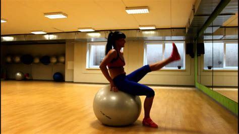 Fitnesa treniņš ar bumbām FITNESS GINTA - YouTube