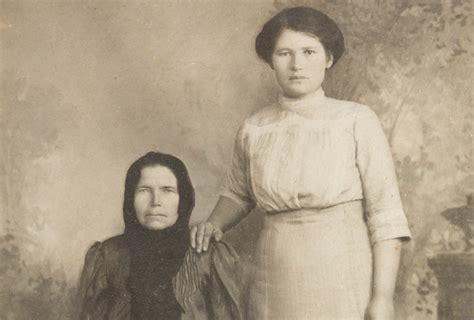 Lūk, kāpēc senās fotogrāfijās roku lika uz pleca. Nekad nevarētu iedomāties… - Amizanti.lv