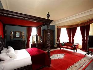 Breathtaking black and red bedroom with black bed for Black and red bedroom ideas