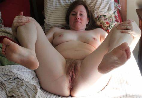 Playful Old Shows Her Juicy Holes