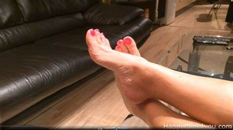 Plays Milfs Feet Worship happyclips entertainment