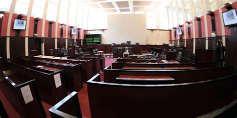 huis clos au procès d 39 un homme jugé pour une relation