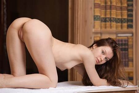 Teen Nude Hot Poses