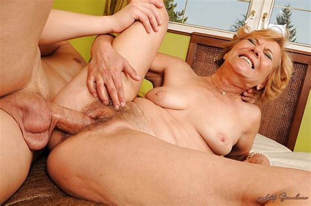 #Mature #Babe #Screams #With #Pleasure #Getting #A #Massive #Dick