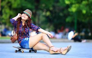 Beautiful Hot Model Girl Litsening Music HD Wallpapers ...