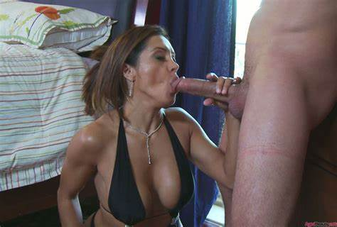 Movie Porn Mature Gives A Blow To An Youthful Stud
