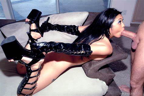 Heavy Kinky On High Heels Getting