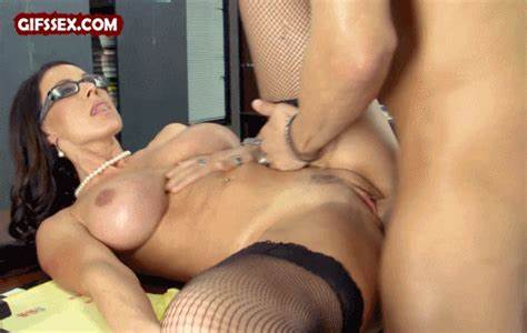 Sloppy Cougar With Little Bodies Drilled Her