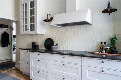 Virtuves fasādes - kā izvēlēties piemērotāko materiālu ...