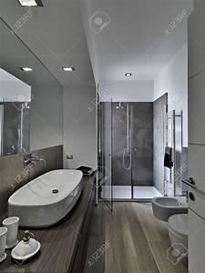 salle de bain moderne avec douche italienne With petite salle de bain contemporaine