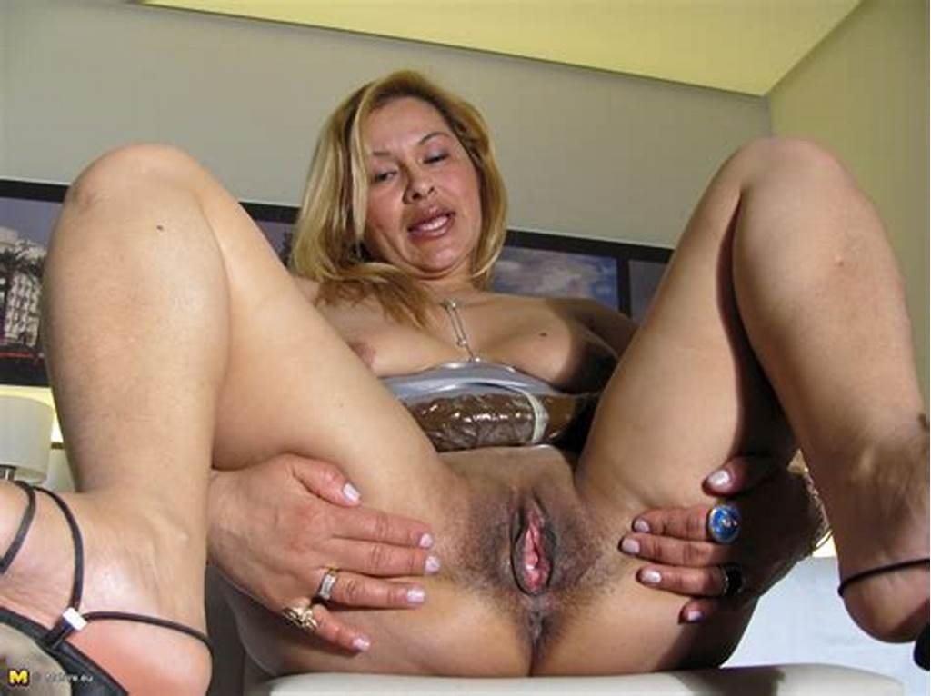 #Hot #Mature #Slut #Playing #With #Her #Wet #Pussy