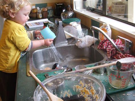 Trauku un grīdas mazgāšana - Mazulis - Bērns - Vecākiem