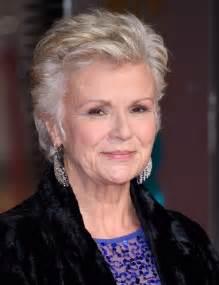 coupe de cheveux femme 60 ans coiffure cheveux courts 60 ans