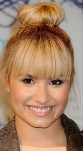 Blonde Demi Lovato's topknot bun hairstyle looks quite ...