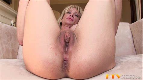 Milf Shows Massive Puss