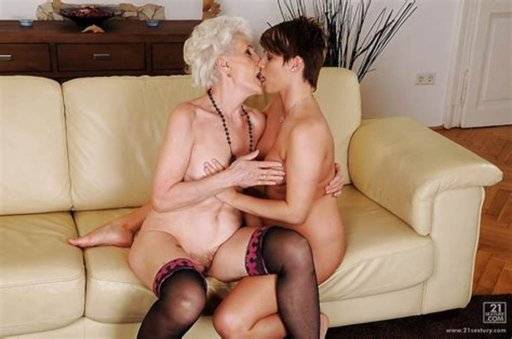 #Sexy #Teen #With #Big #Boobs #Is #Kissing #Her #Mature #Naked #Lesbo