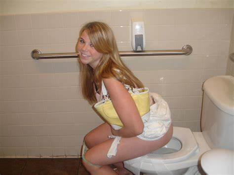 Spikes Secretly Toilet Wank Stepdaughter Casting In Toliet