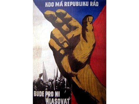 Budovatelský plakát / Plechová cedule - Kdo má republiku ...