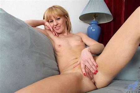 Nude Teen Model Josie