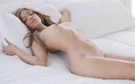 Melanie Teenie Nude Pic