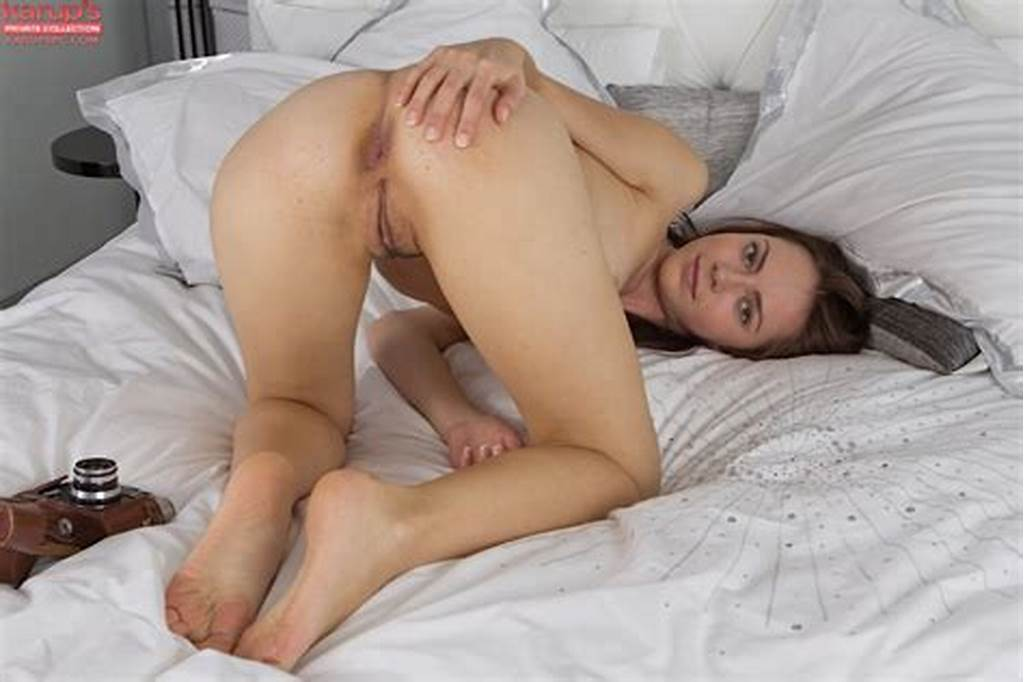 #Skinny #Girlage #Amateur #Helen #Sia #Stripping #Down #And #Posing