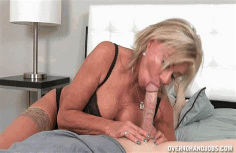 Cam Spunky Aunt Blowing Penis In Club