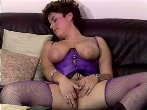 Four Short Hair Teenage Honeys Pussylicking On A Dildo
