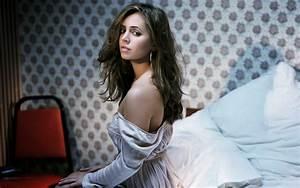 Celebrity Photo Gallery: Eliza Dushku