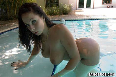 Michaels Shares Her Sexual Scenes Stunning Gianna Michaels Showing Off Her Giant Breasts And Fascinating